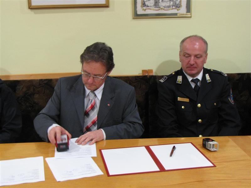 podpis pogodbe 190 (Medium)